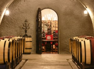 barrel wine tasting wine country etiquette